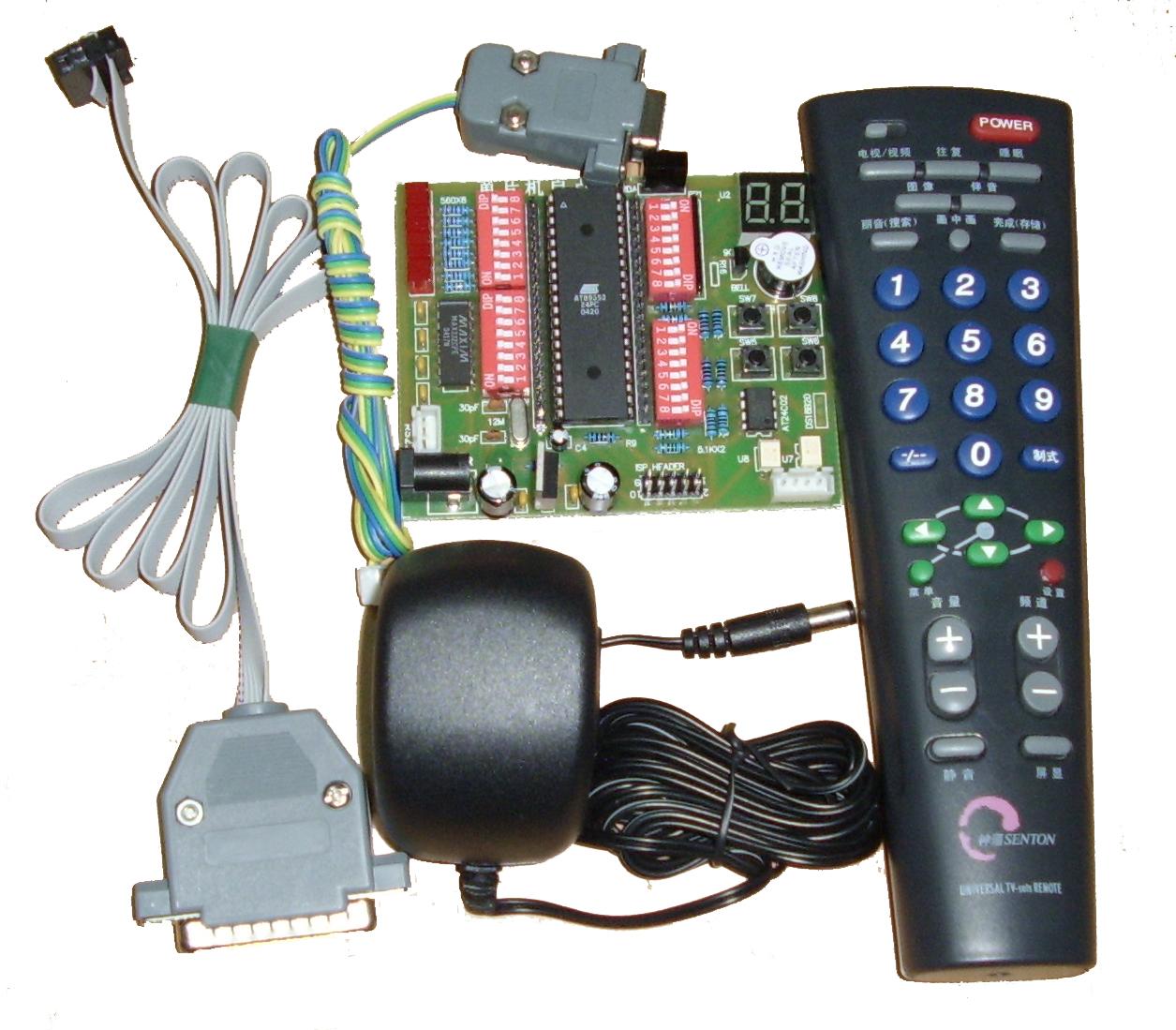 红外线遥控是目前使用最广泛的一种通信和遥控手段。由于红外线遥控装置具有体积小、功耗低、功能强、成本低等特点,因而,继彩电、录像机之后,在录音机、音响设备、空凋机以及玩具等其它小型电器装置上也纷纷采用红外线遥控。工业设备中,在高压、辐射、有毒气体、粉尘等环境下,采用红外线遥控不仅完全可靠而且能有效地隔离电气干扰。 1 红外遥控系统 通用红外遥控系统由发射和接收两大部分组成,应用编/解码专用集成电路芯片来进行控制操作,如图1所示。发射部分包括键盘矩阵、编码调制、LED红外发送器;接收部分包括光、电转换放大器、